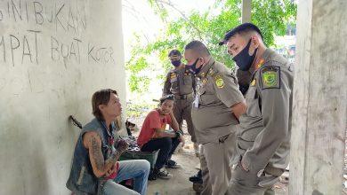 Photo of Lempar Pemotor dengan Gitar,  4 Anak Punk Diamankan Satpol PP