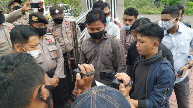 Photo of Kejati Kepri di Demo Mahasiswa Soal Pengusutan Kasus Dugaan Korupsi Pengadaan 2.400 Laptop