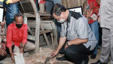 Photo of PDI Perjuangan Perbaiki Puluhan Rumah Kurang Layak di Karimun