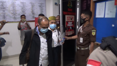 Photo of 10 Tersangka Korupsi Izin Tambang Bauksit di Tahan Penyidik Kejati Kepri