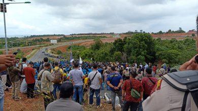 Photo of Tuntut Pembatalan UU Cipta Kerja, Ratusan Mahasiswa Demo DPRD Kepri
