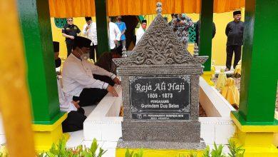 Photo of Soerya Respationo Ziarahi Makam Leluhur Melayu di Tanjungpinang