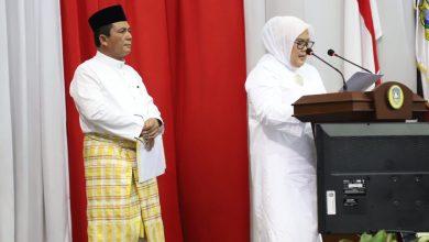 Photo of Hanya Ansar yang Mempersilahkan Calon Wakil Gubernurnya Untuk Ikut Menyampaikan Visi dan Misi