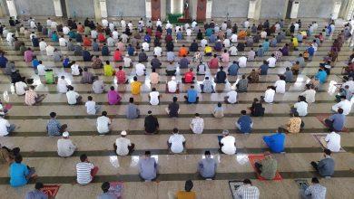 Photo of Jadi Khatib di Masjid Agung Batam, Ansar Ahmad Bicara Mukjizat Alquran