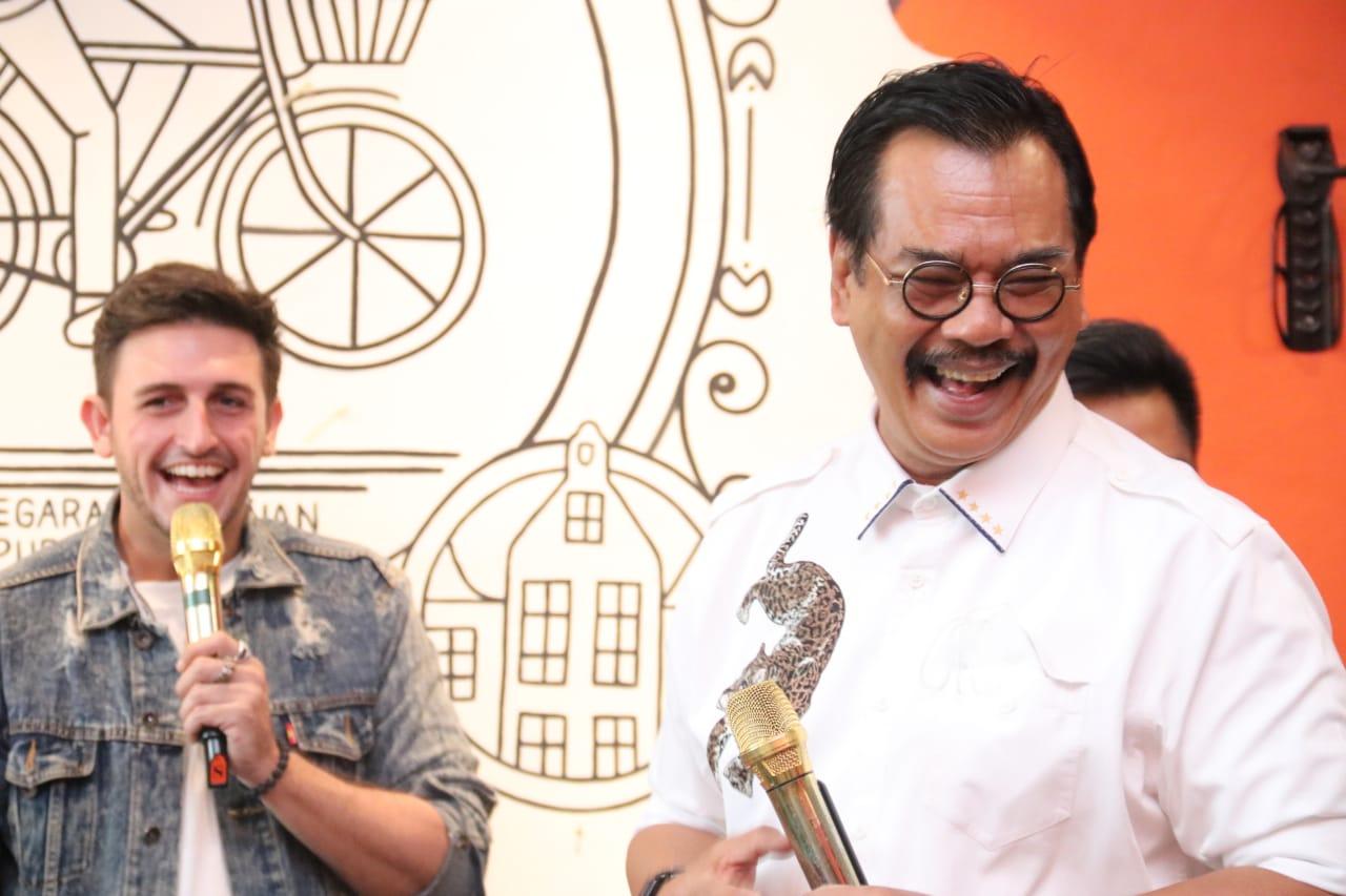 Komika 'Roasting' Soerya Respationo, Kaum Milenial Bersatu Dalam Tawa